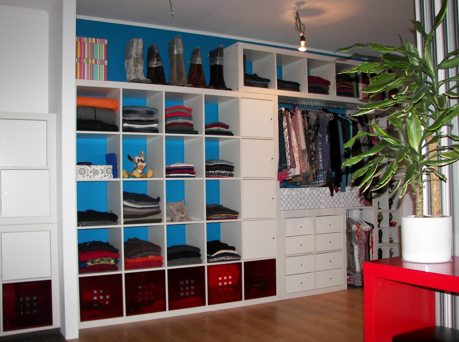 Small Bedroom Clothing Storage Ideas | Royals Courage : Superior ...