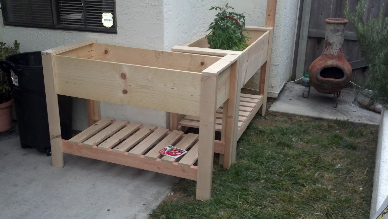 Design Backyard With Raised Planter Box | Royals Courage on edible garden ideas and designs, raised bed planters using tires, raised brick flower bed designs, round raised garden beds designs, raised garden planters outdoor, raised bed furniture designs, raised backyard vegetable garden ideas, raised bed trellis designs, raised bed gardening designs, vegetable garden box designs, beautiful landscape flower beds and designs,