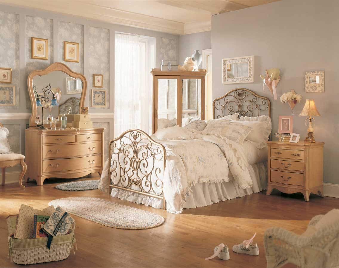 Vintage Bedroom Furniture: By No Means Go Out Of Model ...