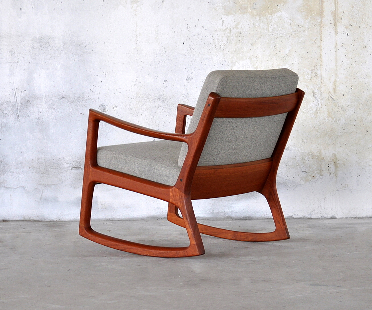 Surprising Comfy And Lovely Rocking Chair Plans Royals Courage Alphanode Cool Chair Designs And Ideas Alphanodeonline