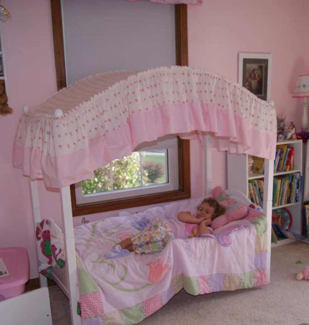 - Good Sleeping With Toddler Canopy Bed! Royals Courage