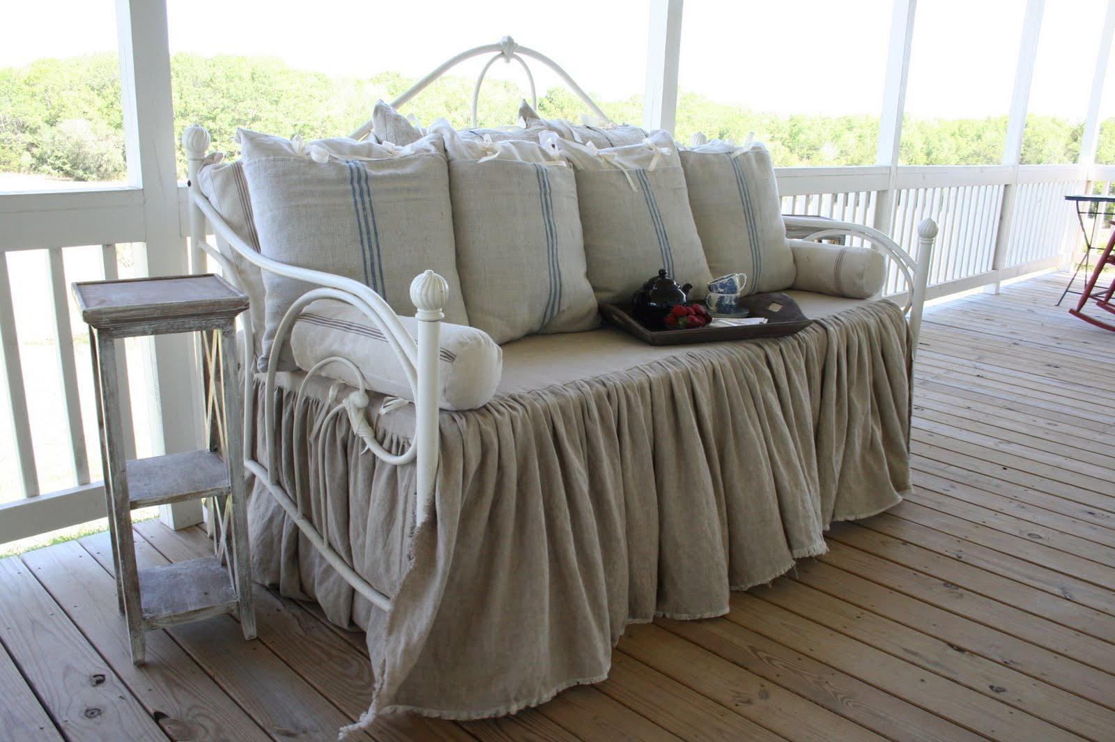 - Dreamy Daybed Cover Royals Courage : Discover A Modern Daybed