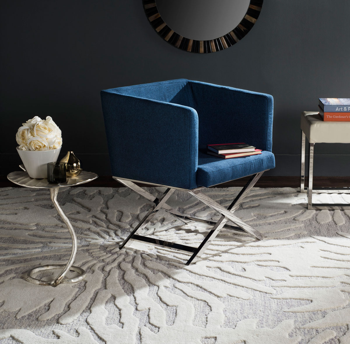Modern Accent Chair Royals Courage