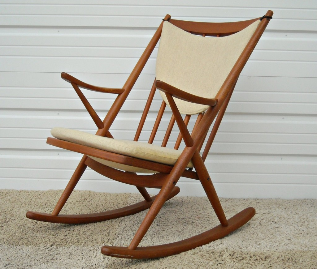 Stupendous Comfy And Lovely Rocking Chair Plans Royals Courage Beatyapartments Chair Design Images Beatyapartmentscom