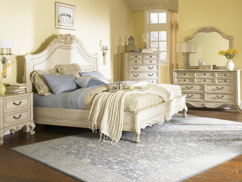 Vintage Bedroom Furniture: By No Means Go Out Of Model!  Royals